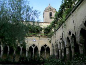 Claustro y la Iglesia de San Francesco