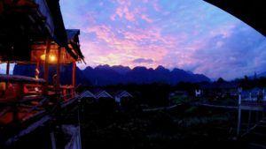 Atardece en Vang Vieng, el paraiso mochilero de Laos