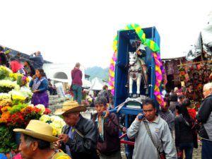 Pasos en el mercado de Chichicastenango, Guatemala