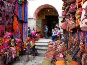 Cientos de calles componen el mercado de Chichicastenango, Guatemala