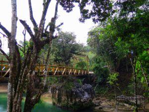 Puente que atraviesa el rio Cahabon