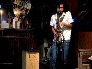 Musica en directo en el Retiro Lodge, Lanquin, Guatemala