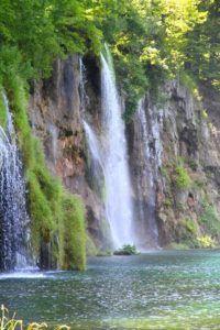 Existen inmuerables cascadas en los lagos de Plitvice, Croacia
