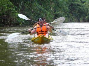 Kayak por la selva de Borneo en Malasia