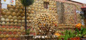 Típica decoración con conchas marinas en Tazones