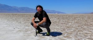 Nómada en el salar de Badwater Basin, Death Valley