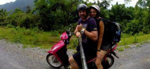 En moto por las cuevas y arrozales de Vang Vieng, Laos