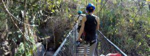 Puentes de madera colgantes en la Reserva del Lago Atitlan