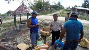 Nuestro guía Cristobal Dos organizando la salida hacia el Maya Trek