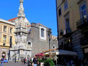 Piazza del Gessu Novo, Nápoles