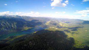 Parapente sobre el Lago Bohinj, Eslovenia