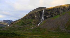 Saltos de agua de Geirangerfjord