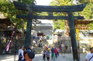 Puerta Yomeimon tapada por los trabajos de restauración