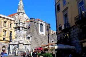 Piazza del Gessú Nuovo, Nápoles