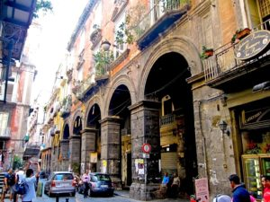 Via Tribunali, Nápoles, Italia