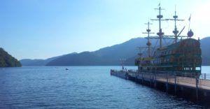 """Barco """"pirata"""" en el lago Ashi, Hakone"""