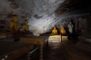 Visitar las impresionantes cuevas de Dambulla