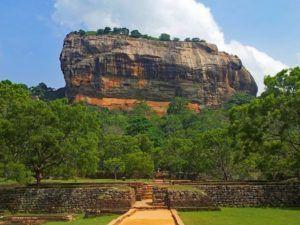 Subir a lo alto de Sigiriya, la Roca del Leon