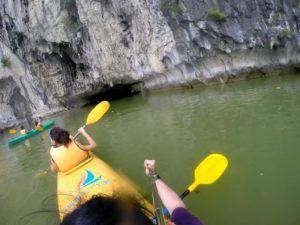 Kayak por la Bahía de Halong, Vietnam