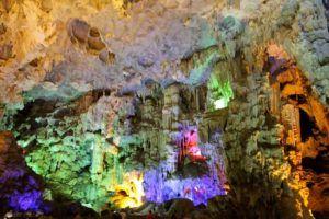 Hang Sung Sot Cave, la cueva del Aturdimiento, Vietnam