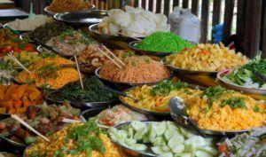Comida callejera en el mercado nocturno de Luang Prabang