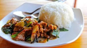 Plato de comida laosiana