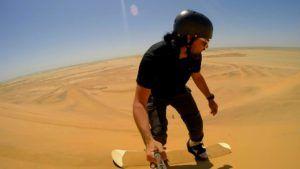 Sandboarding, surf en las dunas del desierto del Namib