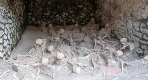 Esqueletos encontrados en los Fornicis de Herculano