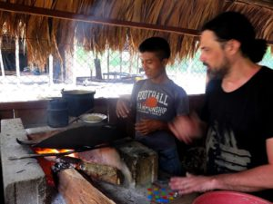 Clases de cocina Maya en la selva del Peten
