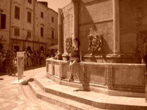 Nómada en la Fuente de Onofrio, Dubrovnik