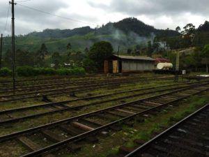 En tren por las Tierras altas de Sri Lanka