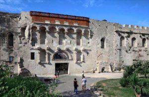 Puerta de oro del Palacio de Diocleciano