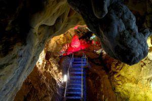 Entrada a las Cuevas de Vrelo, Macedonia