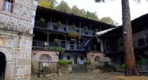 Patios del Monasterio de Troyan