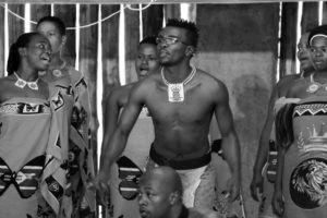 Miembros del poblado Suazi en la Reserva Natural de Mantenga, Esuatini