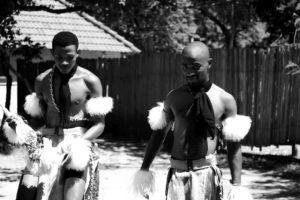 Miembros del poblado Suazi en la Reserva Natural de Mantenga, Suazilandia
