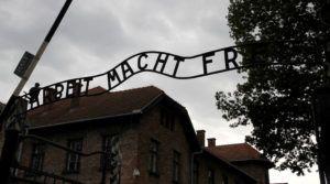 """Puerta de Auschwitz """"Arbeit macht frei"""""""
