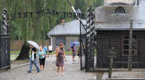 Auschwitz  Patrimonio de la Humanidad lleno de turistas