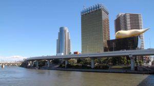 El Puente Azuma, limite del barrio Asakusa
