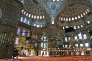 Interior de la Mezquita Azul, Estambul, Turquía