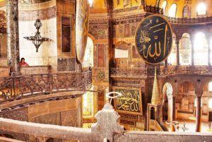 Nómada en la Mezquita-Catedral de Santa Sofía de Estambul