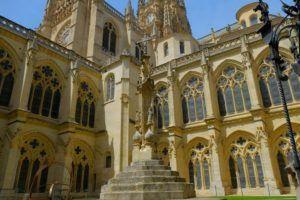 El claustro bajo de la Catedral de Burgos