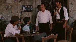 """Fotograma de """"El Padrino"""" grabado en el Bar Vitelli de Savoca, Sicilia"""