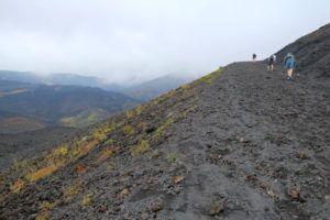 Subiendo al cráter Silvestri superior