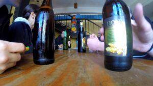 Tomando una cerveza Lion en Nuwara Eliya, Sri Lanka