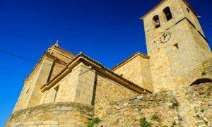 La parte alta  de Hervás, la Iglesia fortificada de Santa María de Aguas Vivas