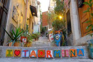 Rincones escondidos en Corso Umberto, Taormina, Sicilia