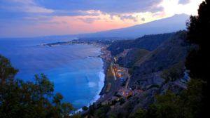 Vistas desde la Villa Comunale en Taormina