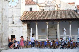 Plaza Juan Pablo II (Ivana Pavla II) de Trogir, Croacia