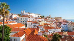Vistas desde el mirador Portas do Sol, Lisboa